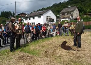 Heidenrods Bürgermeister Volker Diefenbach wanderte ein Stück mit.