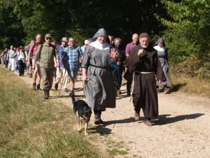Pilgerwanderer auf dem Rheingauer Klostersteig