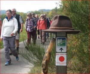 Unterwegs mit Pilgerstab und -hut.